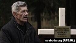 Уладзімер Раманоўскі на ўсталяваньні крыжа польскім афіцэрам у Курапатах