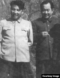 Ким Ир Сен и советский кореец Алексей Хегай (справа), бывший вторым лицом в КНДР до своей загадочной смерти