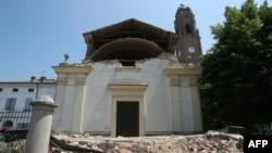 Разрушенная церковь в городке Мирандола