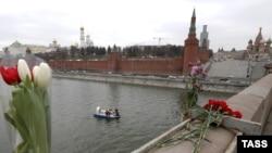 Водолазы ищут оружие убийства в реке у Большого Москворецкого моста