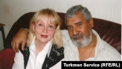 Turkmen poet Shirali Nurmuradov (right) with his wife Natalia Shimovskaya (file photo)