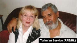 Turkmen poet Shirali Nurmuradov (right) with his wife Natalia Shimovskaya (file photo)