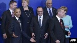 اوباما (سمت چپ) و اردوغان (سمت راست تصویر) در کنار رهبران آلمان و فرانسه در جریان نشست ناتو در ورشو