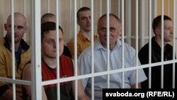 Аляксандар Класкоўскі і Мікалай Статкевіч у часе суду.