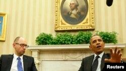 Барак Обама (у) һәм Арсен Яценюк Ак йортта очрашуда