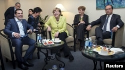 Foto nga një takim i mëhershëm në mes të Tsipras, Merkel dhe Hollande