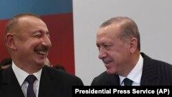 Recep Tayyip Erdoğan (sağda) və İlham Əliyev