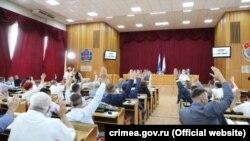 Голосование на сессии российского парламента Крыма в здании Симферопольского горсовета