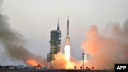 """Запуск ракеты-носителя с """"Шеньчжоу-11"""""""