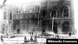 «İsmailiyyə» binası yandırılandan sonra. 1918