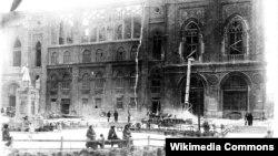 İsmailiyyə binası yandırılandan sonra. 2 mart, 1918-ci il.