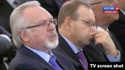 Павел Гусев и Владислав Фронин слушают послание