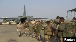 Trupat franceze duke shkuar në operacionin në Mali