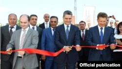 Armenia - Prime Minister Tigran Sarkisian (C) and Russian Transport Minister Maxim Sokolov (R) inaugurate a Russian-Armenian tax-free zone in Yerevan, 27Jul2013.