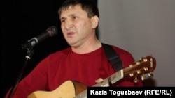 Жанат Есентаев, бард из Уральска.
