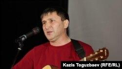 Жанат Есентаев, бард и гражданский активист из Уральска, лауреат оппозиционной премии «Свобода» 2016 года.