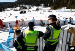 Австрийские полицейские в Зеефельде, 27 февраля 2019 года.