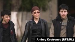 """Мурат, Залина и Руслан (слева направо), кадр из фильма """"Одна дома"""""""