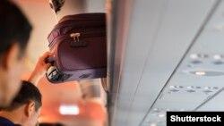 Багаж у літаку. Ілюстративне фото