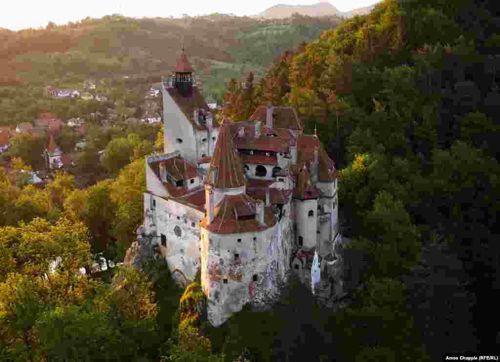 Замок Бран в Румынии, известный также как замок Дракулы.