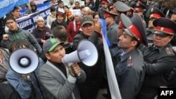 """Акция сторонников осужденных лидеров """"Ата-Журта"""", Бишкек, 17 октября 2012 года."""