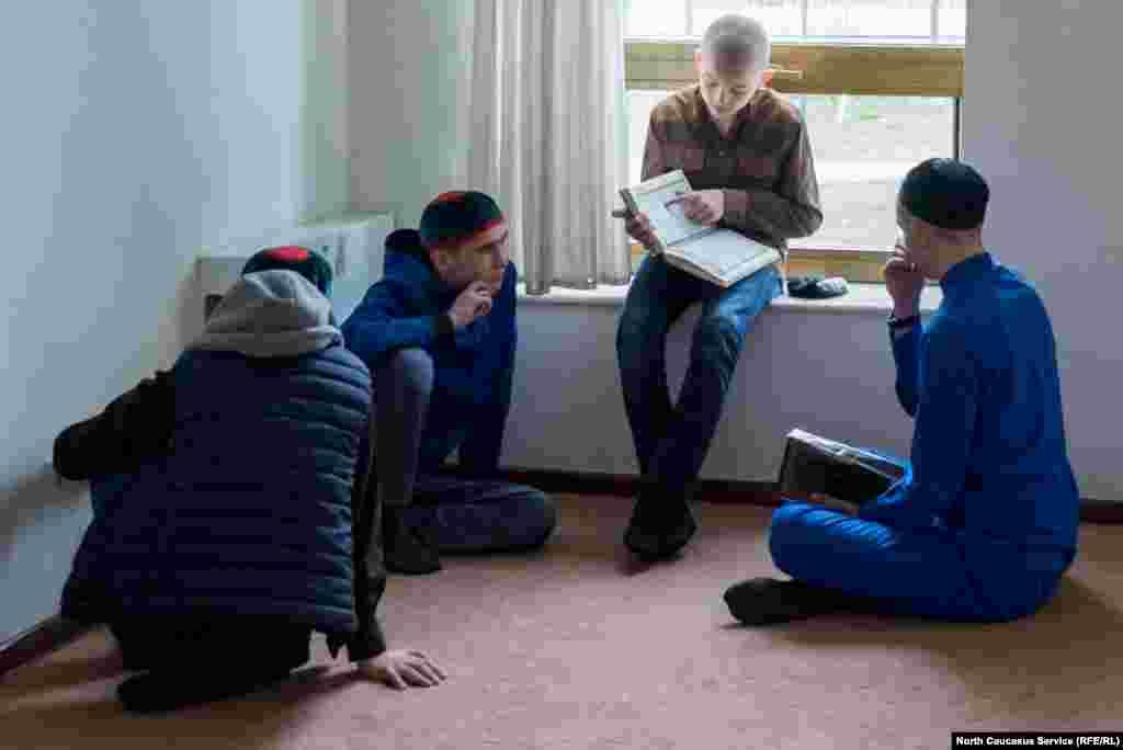 Арабский они осваивают позже, если решают продолжить исламское образование