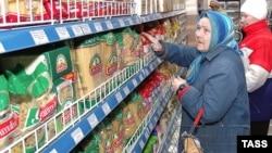 Удельный вес социально значимых продуктов питания в общем товарном ряду розничных магазинов очень незначителен