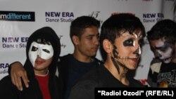 Празднование Хэллоуина в ночном клубе в Душанбе