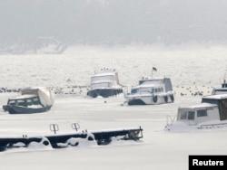 Brodovi na smrznutom Dunavu