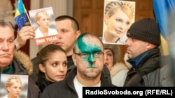 Serhiy Vlasenko, the attorney of Yulia Tymoshenko, attending a hearing in early December. Someone had splashed him with a green medical solution before the appearance.