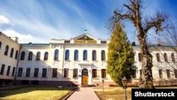 Центральний корпус нинішньої будівлі Національного університету «Острозька академія»