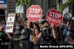 В центр Праги пришли протестовать и противники правых популистов
