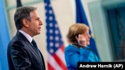 Германската канцеларка Ангела Меркел и државниот секретар на САД, Антониј Блинкен, одржаа заедничка прес-конференција во Берлин, 23 јуни 2021 година