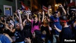 Демонстранты празднуют отставку губернатора Рикардо Росселло, Пуэрто-Рико, Сан-Хуан. 25 июля 2019