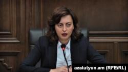 Член партии «Гражданский договор», глава фракции «Елк» Национального собрания Армении Лена Назарян