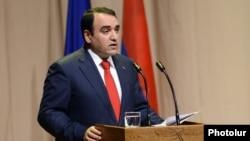 «Օրինաց երկիր» կուսակցության նախագահ Արթուր Բաղդասարյանը ելույթ է ունենում կուսակցության 11-րդ համագումարում: 22-ը դեկտեմբերի, 2012թ.