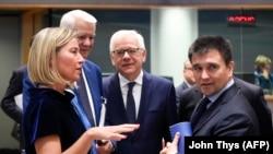 (soldan) Federica Mogherini Rumıniya, Polşa və Ukraynanın xarici işlər nazirləri ilə görüşdə