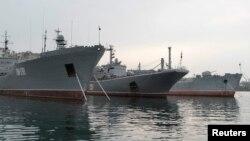 Azov dənizindəki Rusiya hərbi gəmiləri