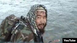 Ооганстан -- Өзбекстан ислам кыймылынын Аббос Мансур аттуу кыргызстандык мүчөсү. Ал Ооганстандагы антитеррордук операциялар учурунда өлтүрүлгөнү тууралуу маалыматтар бар.(Сүрөт качан, кай жерде тартылганы белгисиз.)