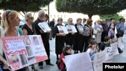 Armenia - Parents of dead soldiers and civic activists demonstrate outside the government building in Yerevan, 15Sep2011.