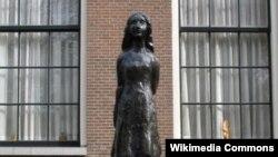 Памятник Анне Франк в Амстердаме