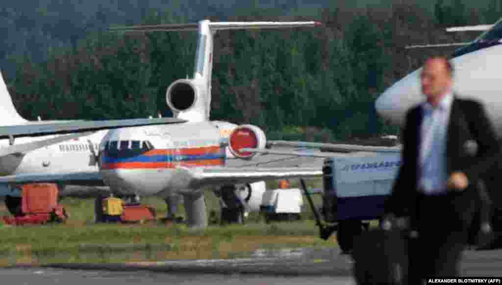 A Russian Emergency Ministry aircraft returns to Moscow's Domodedovo Airport on July 9, 2010, with 10 agents released by the United States. They had been handed over hours earlier at Vienna International Airport.