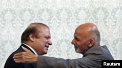 Afghan President Ashraf Ghani (R) embraces Pakistani Prime Minister Nawaz Sharif after a news conference in Kabul on May 12.