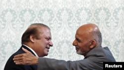 Presidenti afgan, Ashraf Ghani përshendetet me kryeministrin pakistanez, Nawaz Sharif - Kabul, 12 maj