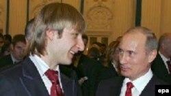 Евгений Плющенко (слева) и Владимир Путин