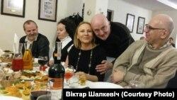 Ларыса Назарэнка і Віктар Шалкевіч (у цэнтры)