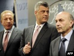 Marrëveshja e 7 prillit ndërmjet Hashim Thaçit, Behxhet Pacollit dhe Isa Mustafës nxjerr një kandidate konsensuale për presidente.