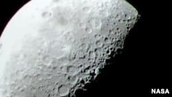 Фото Луны, сделанное Lunar Crater Observation and Sensing Satellite (Космическим аппаратом для наблюдения и зондирования лунных кратеров)