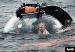Володимир Путін у батискафі в Чорному морі неподалік Севастополя, 2015 рік