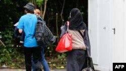 Германи -- МухIажираш къаьсташ хуьлу Германин гIаланийн урамашкахь. ХIамбург, 2013
